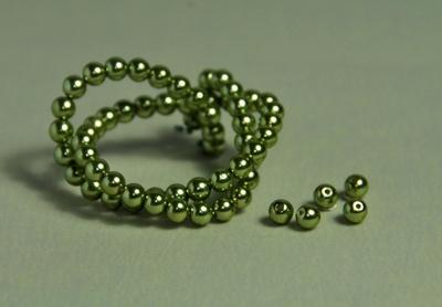 5010061  50 X Glasparel  Olijfgroen 4mm.